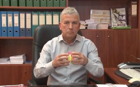 Konstantinos Sikalos, el político griego con superpoderes
