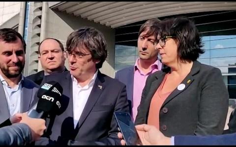 Impiden a Puigdemont y a Comín entrar en el Parlamento Europeo por no haber prestado juramento a la constitución Española