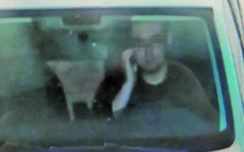 Una cámara de tráfico ha multado a este conductor por... rascarse la cara