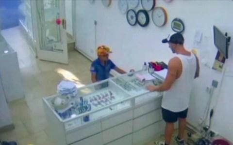 Un niño de 9 años intenta atracar una joyería a punta de pistola