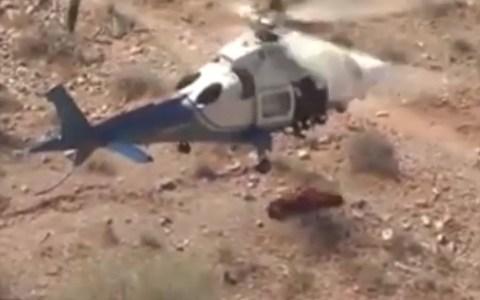 Bomberos estadounidenses intentan rescatar a una mujer de 74 años y algo sale terriblemente mal