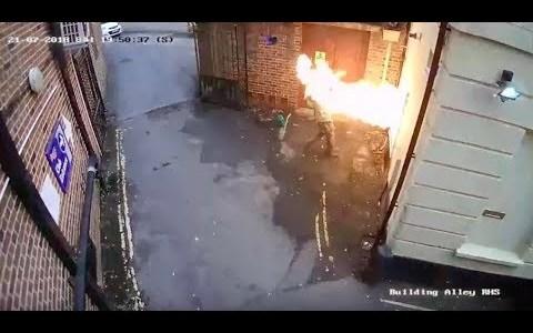 Intenta quemar una sinagoga y le sale el tiro por la culata