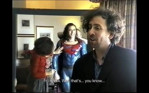 Casi 5 minutos de Nicolas Cage probándose el traje del Superman que Tim Burton nunca llegó a hacer