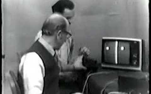 """Primer """"rage quit"""" de la historia del gaming: Ralph Baer y Bill Harrison juegan al Pong"""