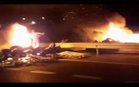 Camioneros se enfrentan a CDR que habían cortado la C-16 en Tarragona. Los CDR salen corriendo