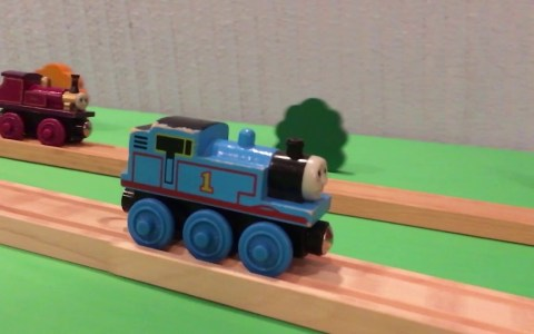 Stunt a cámara lenta con el tren Thomas