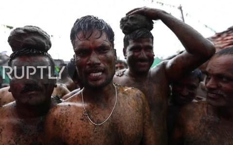 Os presento el milenario FESTIVAL DE LAS HECES FECALES indio
