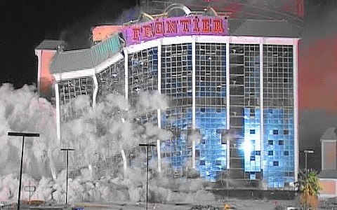 Demolición tuneada: ¿Por qué no hacer un espectáculo de algo que ya de por sí es espectacular?