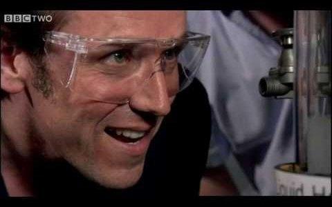 Si enfrías helio hasta convertirlo en un superfluido, puedes observar el mundo cuántico con tus propios ojos