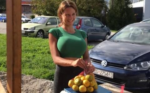 Nadie sabe por qué, pero este pequeño puesto callejero es el establecimiento que más mandarinas vende de toda Croacia