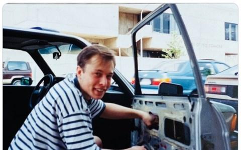 La madre de Elon Musk se la ha dejado botando...