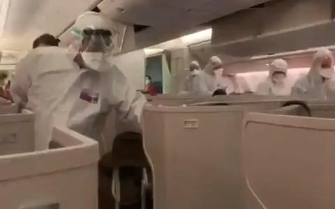 En Italia comprueban la temperatura de todos los pasajeros procedentes de Hong Kong con un termómetro láser en forma de pipa