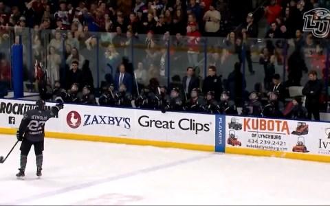 No sabía que Darth Vader jugaba al hockey hielo...