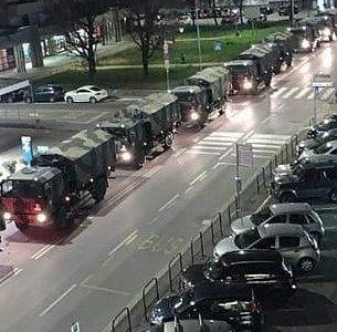 Bergamo. Camiones del ejército, haciendo cola para llevar los ataúdes a otros crematorios porque ya no dan abasto.