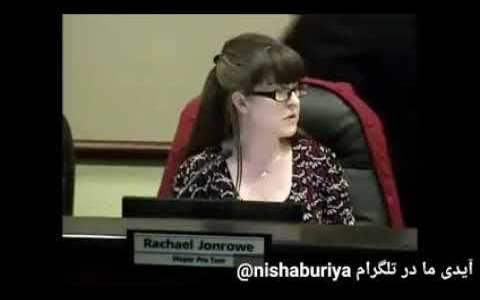 El alcalde de Georgetown se va al baño en medio de una conferencia sobre el coronavirus y olvida apagar el micrófono que lleva en la corbata