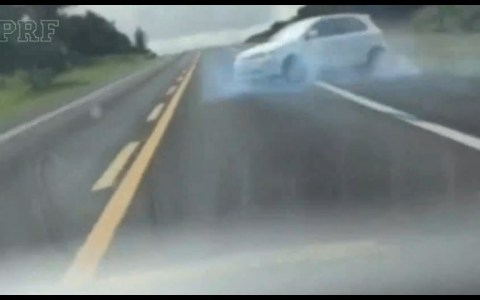 La policía brasileña intercepta el coche de unos narcos en una persecución rápida, limpia y efectiva