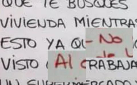 La nota en la que unos vecinos le pedían a otra vecina que abandonase su hogar porque trabaja en un supermercado, y la nota-respuesta de esa vecina, tienen un parecido inquietante