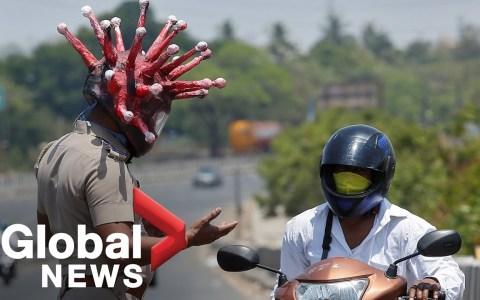 Un policía indio crea el CORONACASCO para concienciar a los ciudadanos sobre la importancia de la cuarentena