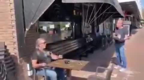 Así será el servicio de terraza cuando por fin podamos ir a los bares
