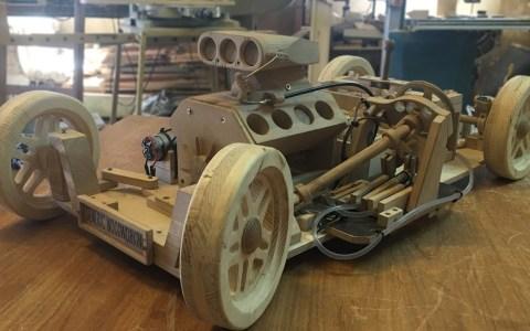 Este no es un coche de madera cualquiera
