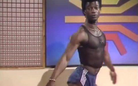 Las clases de aerobic que homosexualizaron a Tom Selleck