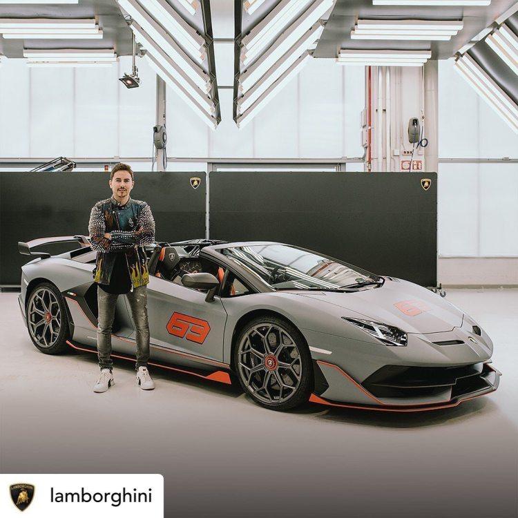 Jorge Lorenzo recoge su Lamborghini Aventador SVJ 63 Roadster de 770cv