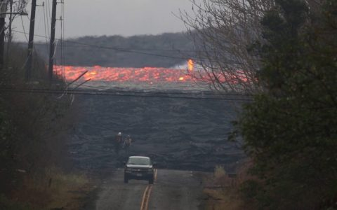 No, no es un time-lapse ni el vídeo está acelerado: es la lava del Kilauea fluyendo a toda velocidad