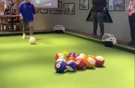 PoolBall: El billar que se juega con los pies