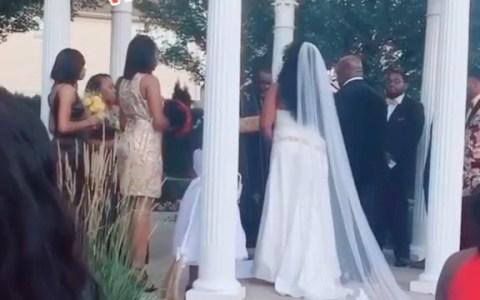 """La mujer con la que ponía los cuernos a su pareja aparece en la boda con un niño diciendo: """"Tengo aquí a tu bebé"""""""