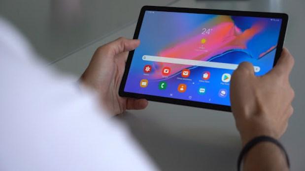 Ayudemos a este finolier a encontrar una tablet decente con la que ser productivo mientras defeca
