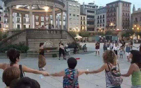 Fuerte rebrote de imbecilidad en Pamplona.