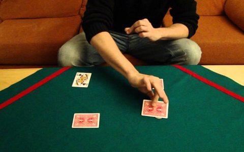 La historia del Rey Juan Carlos contada con un truco de cartas