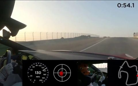 Un prototipo del Tesla Model S Plaid rueda en Laguna Seca en tiempos de hyper-car