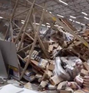 1 muerto y 8 heridos tras derrumbarse las estanterías de un supermercado por efecto dominó