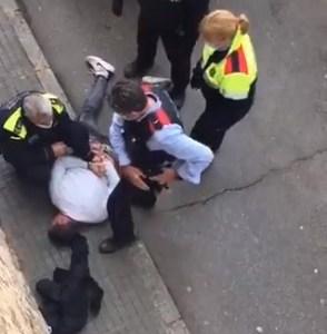 Un amable ciudadano que paseaba por delante de un colegio haciendo inofensivos derrapes, ha sido detenido POR EL DIABLO