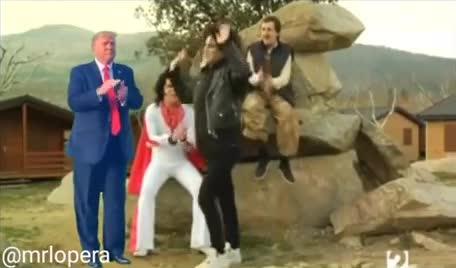 Vamos Donald sal a bailar, que tú lo haces fenomenal...