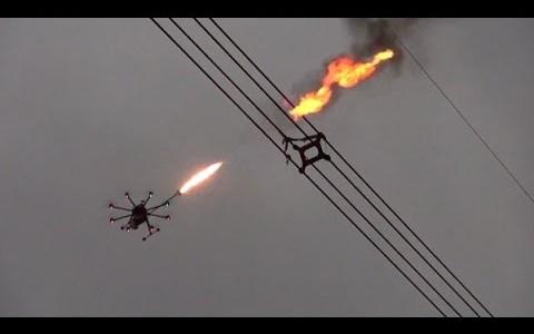 Drones con lanzallamas para eliminar basura atrapada en las líneas de alta tensión