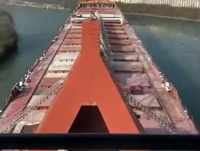 Un carguero navegando por el río Cayahoga (Cleveland) a cámara rápida es como si le pusieran una cámara en la punta del nepe a Nacho Vidal