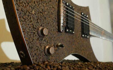 Creando una guitarra eléctrica hecha con... GRANOS DE CAFÉ