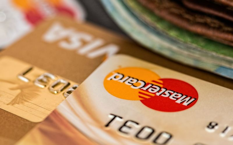 Что выгоднее оформить: кредитную карту или потребительский кредит