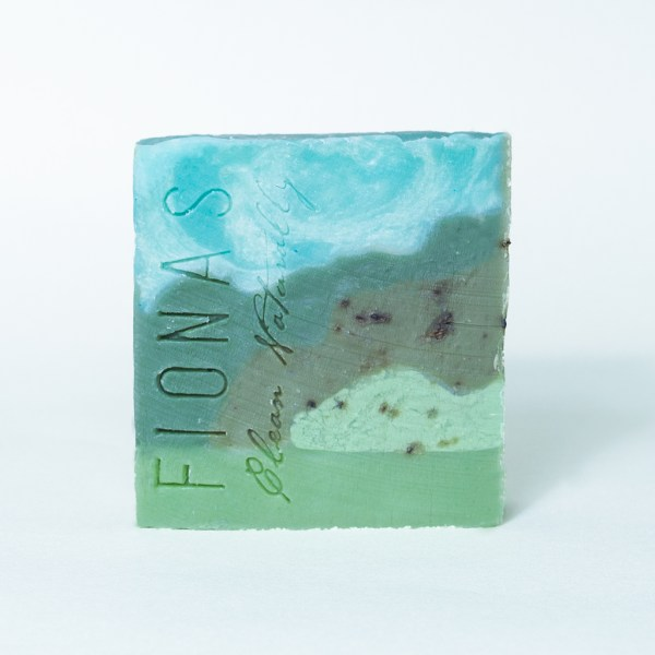 Ingredients are: Olive Oil, Coconut Oil, Castor Oil, Sodium Hydroxide, Water, Lemongrass Essential Oil, Colorant This soap has the scent of lemongrass. Lemongrass Essential Oil has antibacterial, antifungal and properties. It has antifungal and anti-inflammatory properties which promote healthy skin.