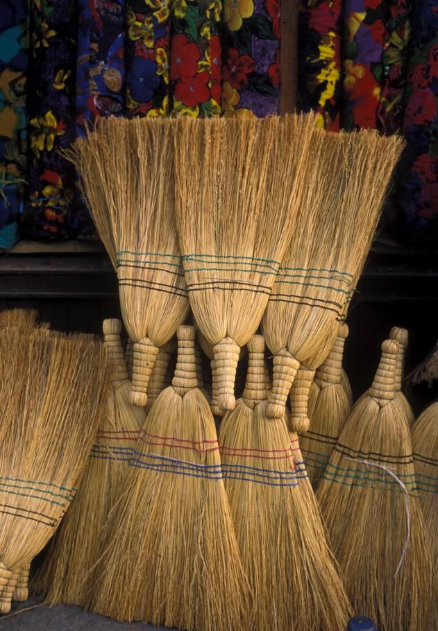 istanbul_turkey_brooms