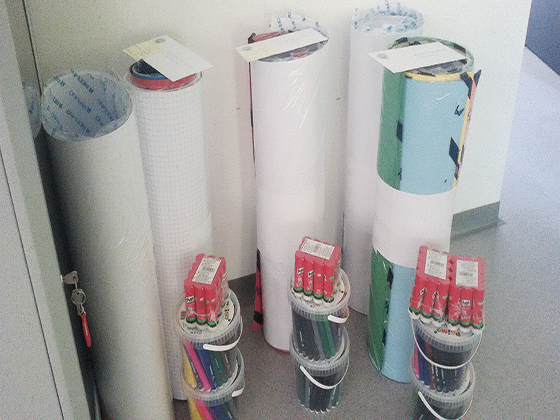 materiale per le scuole dalla raccolta tappi