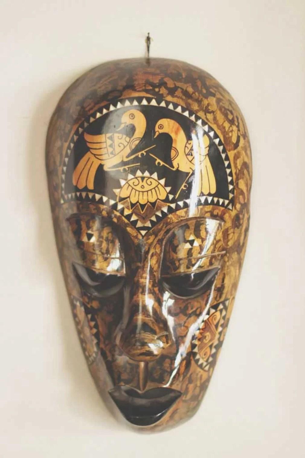 Máscara africana para decoração de ambientes