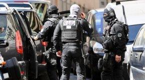 Attentat déjoué : trois kilos d'explosif, des armes et un drapeau de l'EI saisis