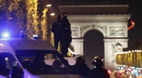 Attaque terroriste à Paris : un policier tué, deux autres blessés sur les Champs-Elysées
