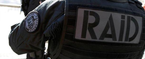 Le RAID et la police interpellent un homme en possession d'un fusil à pompe chargé