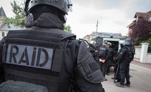 La Rochelle : un jeune homme lourdement armé arrêté par les policiers du RAID