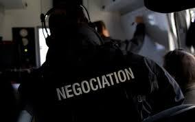 Prise d'otages: un négociateur au RAID nous explique son travail