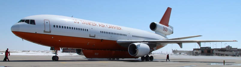 Tanker 910, DC-10, photo by Bill Gabbert